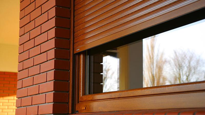 Порядок установки роллет и жалюзи на ПВХ-окна: особенности